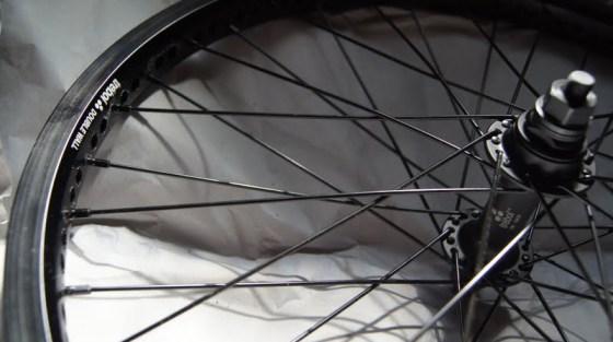 Aro dianteiro montado Fly bikes Trebol CUBO DIANTEIRO: Trebol Selado 6061-T6 36H 10mm / ARO DIANTEIRO: Trebol Double Wall 6061-T6 raios inos preto, 36 raios, preço R$200 +frete